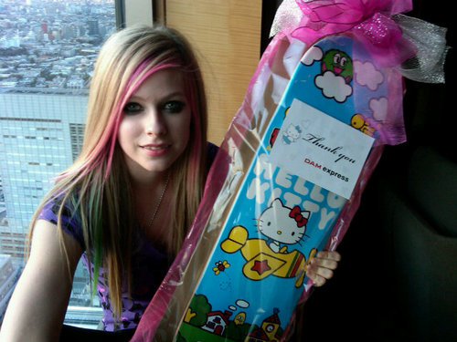 Avril Lavigne Twitter Pics!