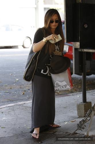 Demi - Leaving Nine Zero One Salon in Beverly Hills, CA - August 17, 2011
