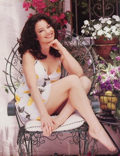Fran Drescher karatasi la kupamba ukuta possibly containing bare legs, hosiery, and a bouquet titled Fran Drescher