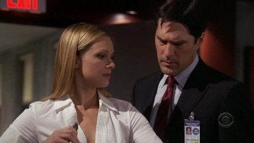 Hotch & JJ 壁紙 with a business suit entitled Hotch & JJ // 2x20