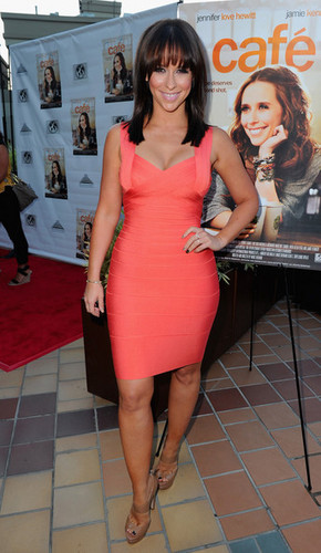"Jennifer upendo Hewitt arrives to the premiere of Maya Entertainment's ""Cafe"" on August 18"