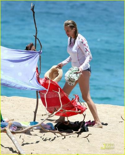 Julia Roberts: Bikini Bod in Kauai!