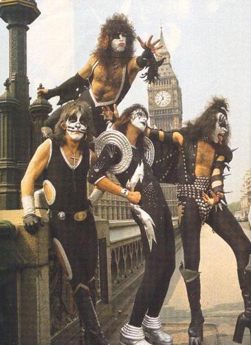 Kiss London 1976