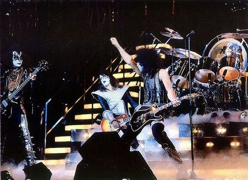 KISS wallpaper containing a concert entitled Kiss live