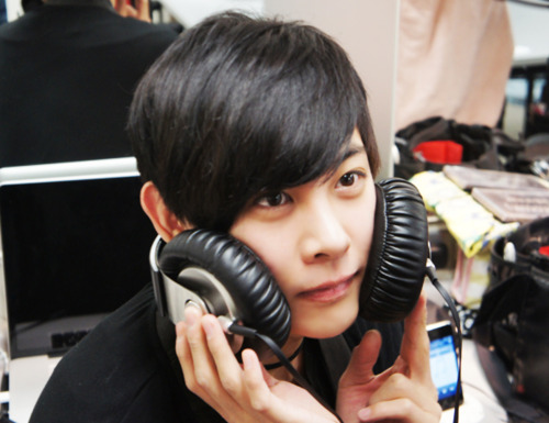 http://images5.fanpop.com/image/photos/24600000/Leeu-lee-seung-hyun-fcuz-24654978-500-385.jpg