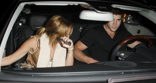 Miley - At Kiwami sa pamamagitan ng Katsuya restaurant with Liam in Studio City - August 16, 2011