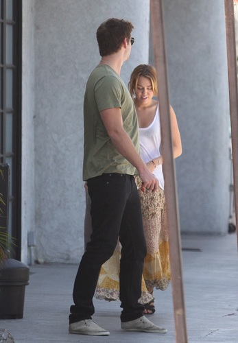 Miley - Out to lunch in Burbank - August 17, 2011