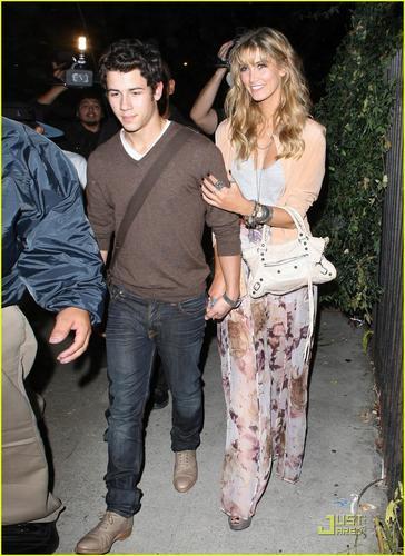 Nick Jonas & Delta Goodrem: show, concerto Going Couple (08.17.2011) !!!