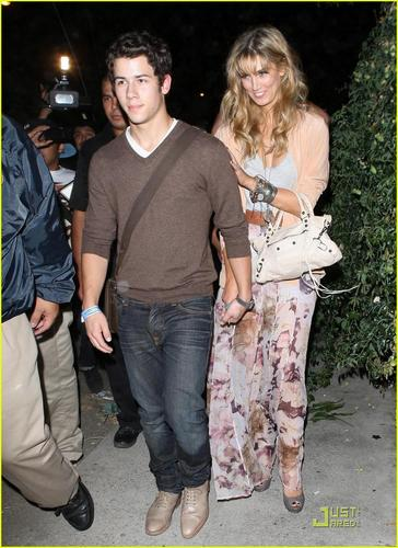 Nick Jonas & Delta Goodrem: Concert Going Couple (08.17.2011) !!!