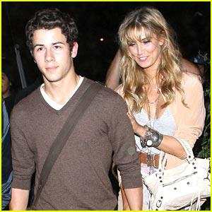 Nick Jonas & Delta Goodrem: konsiyerto Going Couple (08.17.2011) !!!
