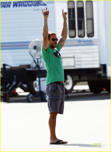 On the set of 'Savages' - taylor-kitsch Photo