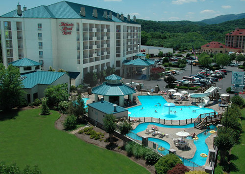 Tennessee achtergrond with a resort, a business district, and a villa titled Pigeon Forge, TN
