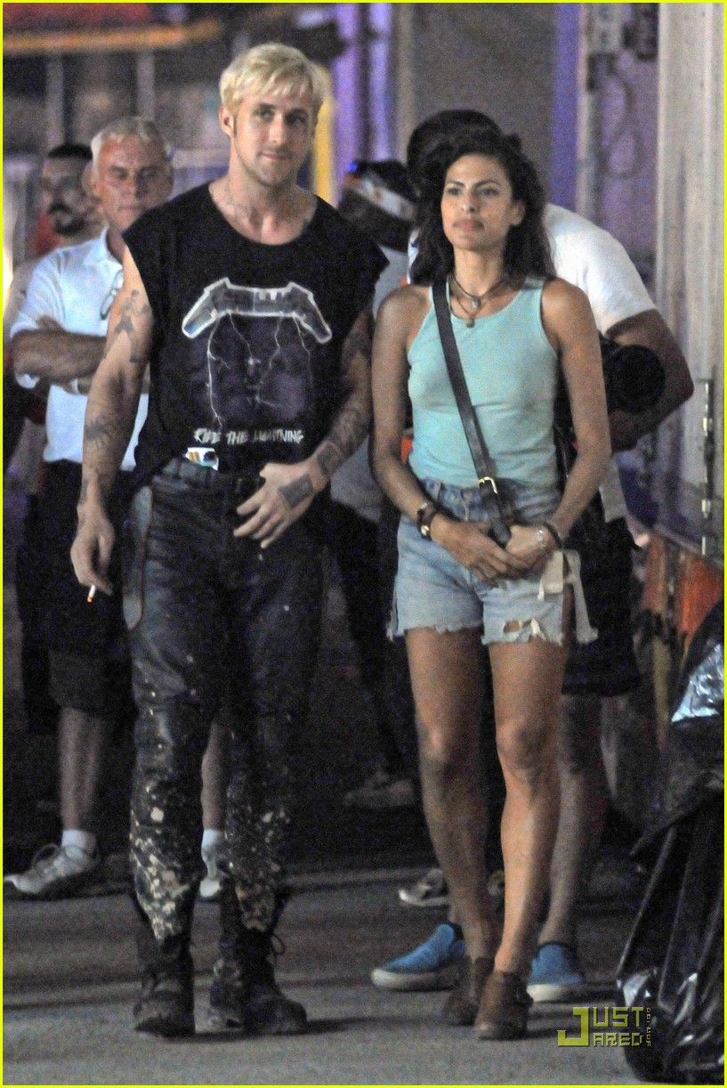 Ryan gosling کے, بطخا & Eva Mendes Get Back to the 'Pines'