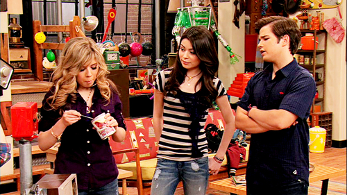 Sam and Freddie wallpaper probably with a newsstand called SEDDIE [[MADE BY ME]]