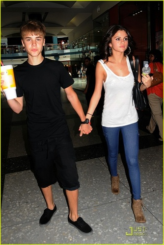 Selena - At smoothie, bermulut manis King With Justin Bieber - August 19, 2011