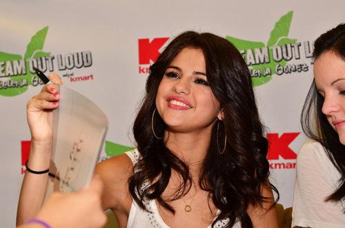 Selena - Dream Out Loud Meet & Greet @ K-Mart In Philadelphia - August 19, 2011