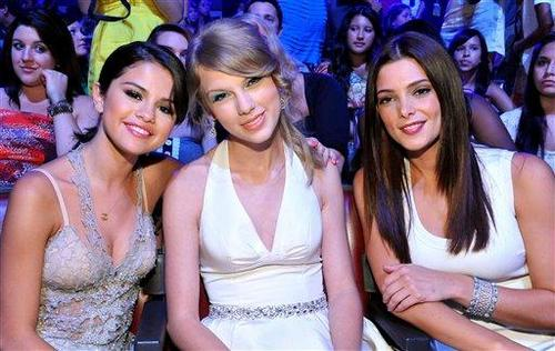 Taylor & Selena : 2011 Teen Choice Awards
