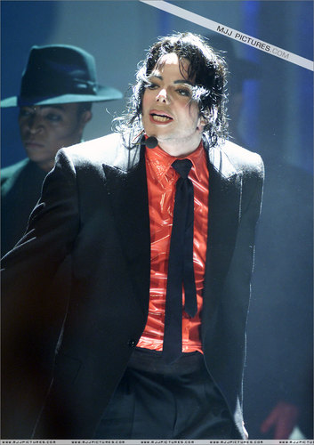 michael jackson fondo de pantalla with a business suit and a suit called The Dangerous Live-Die Perfomance (2)