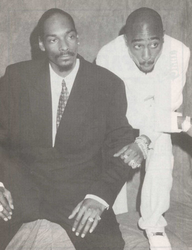 Tupac Shakur wallpaper with a business suit titled Tupac & Snoop dogg