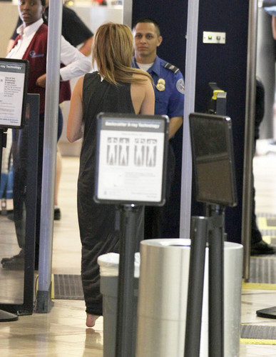 miley cyrus at an airport in LAX