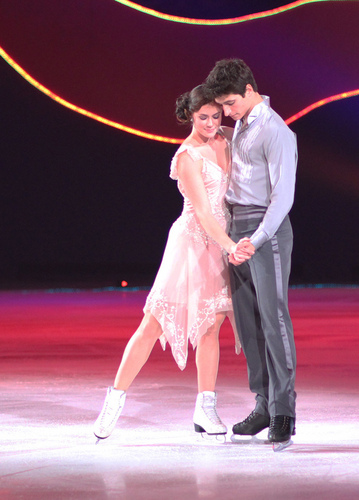 Tessa Virtue & Scott Moir images All That Skate LA 2010 HD wallpaper and background photos