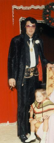 Elvis Aaron Presley and Lisa Marie Presley wallpaper probably containing a surcoat called Daddy and Lisa
