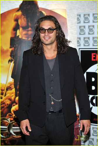 Jason Momoa: 'Conan the Barbarian' Londres Premiere!