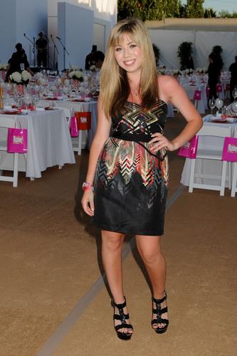 Jennette McCurdy 2011
