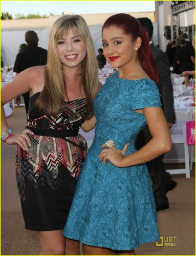 Jennette McCurdy & Ariana Grande: Angel Awards 2011