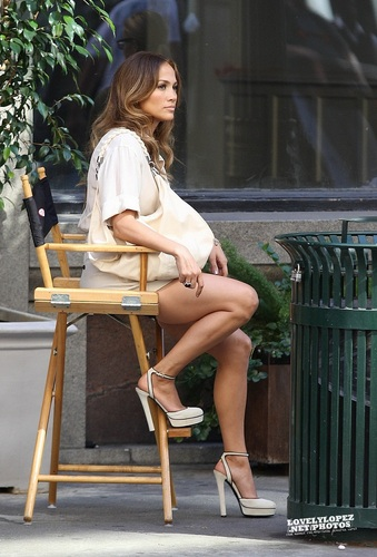 "Jennifer - música video set - ""Papi"" Video set - August 20, 2011"