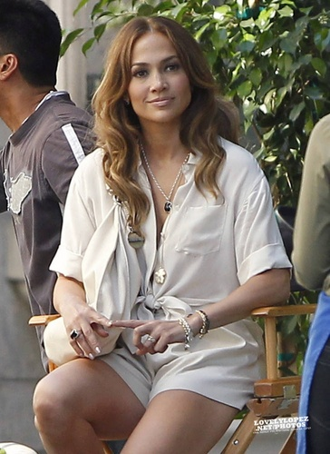 "Jennifer - 音楽 video set - ""Papi"" Video set - August 20, 2011"