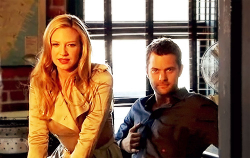 Anna Torv and Joshua Jackson wallpaper with a portrait entitled Josh & Anna <3