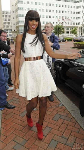 Kelly Rowland wallpaper containing a street titled June 12, 2011 - The X Factor - Manchester Auditions