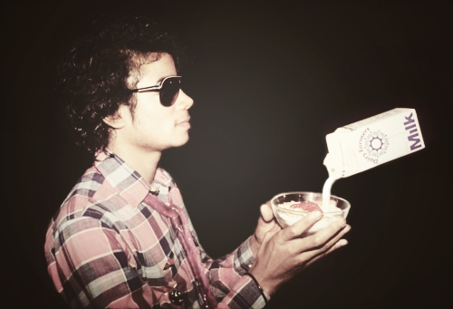 "MJ & the ""Floating দুধ Carton"""
