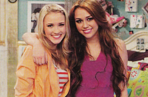 Miley~On The Set With The Cast (Hannah Montana Forever)