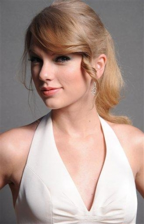 New Outtakes of Taylor @TCA's 2011