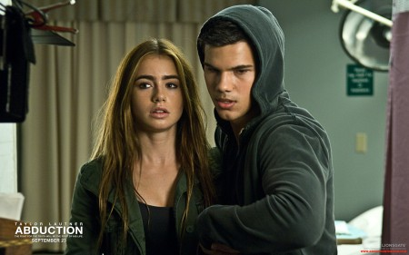 New Still of Taylor Lautner and Lily Collins in 'Abduction'