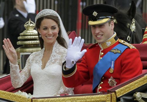 威廉王子与凯特·米德尔顿 壁纸 possibly with a bearskin, a full dress uniform, and dress blues called Prince William & Catherine