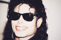 Rockin' dem Ray-Ban wayfarers - michael-jackson photo