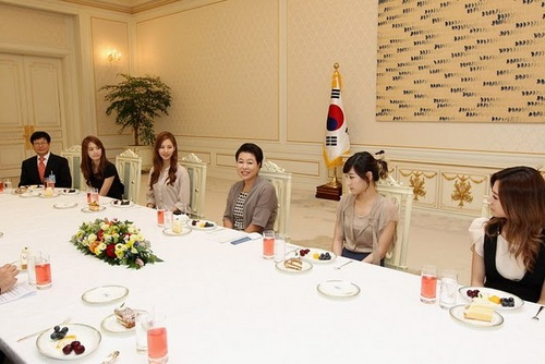 SNSD meets Korea's First Lady