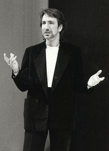 Alan Rickman karatasi la kupamba ukuta containing a business suit, a suit, and a well dressed person entitled Sexy Alan
