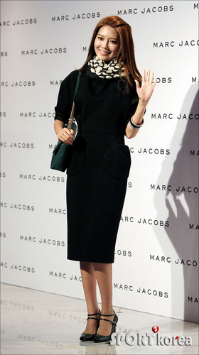 Sooyoung Marc Jacobs' 2011 F/W show in Seoul - girls-generation-snsd Photo