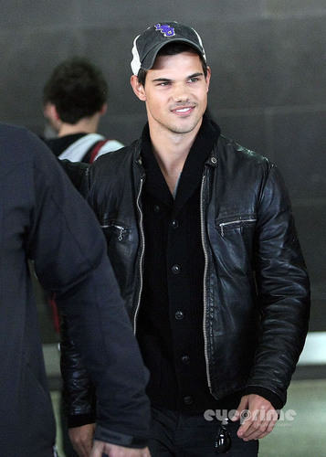 Taylor Lautner arrives at Melbourne Airport, Aug 22