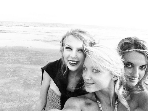 Taylor with her friends in Charleston