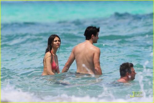 Victoria Justice & Ryan Rottman: Miami Mates
