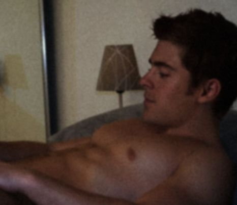 Zac Efron Hit 由 Naked Picture 《丑闻》