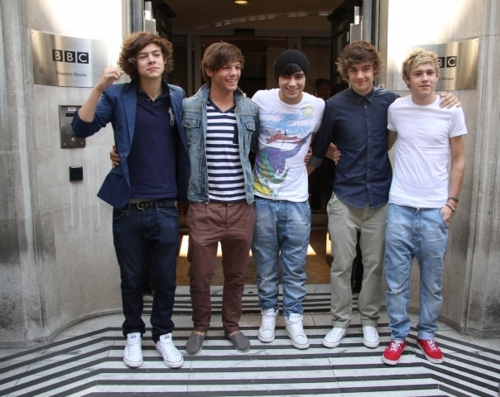 1D outside Radio 2, August 24th 2011! ♥