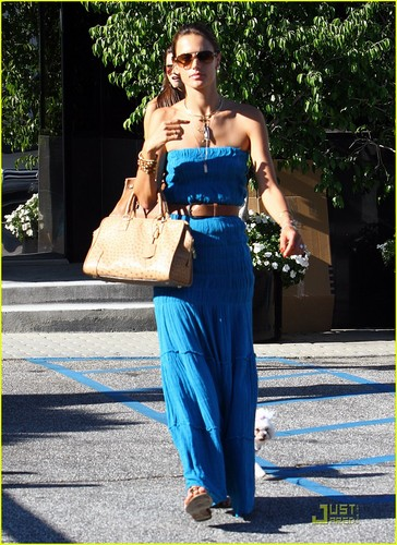 Alessandra Ambrosio: Chic at château Marmont