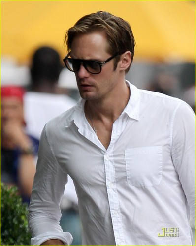 Alexander Skarsgard: Birthday in the Big Apple!