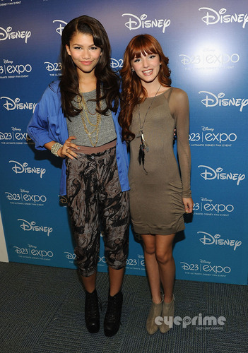 """Bella Thorne : """"Shake It Up"""" Panel at डिज़्नी Expo in Anaheim, August 21"""